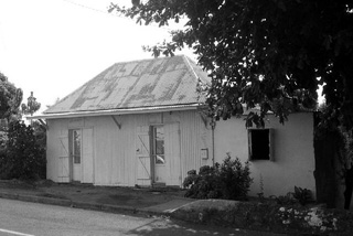 Case, maison bois et tôle