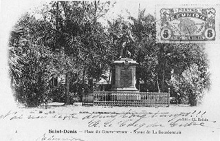 Statue de François Mahé de La Bourdonnais Place du Gouvernement Saint-Denis