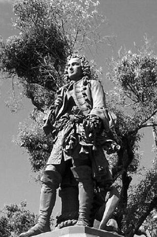 Statue de Bertrand-François Mahé de La Bourdonnais à Saint-Denis de La Réunion