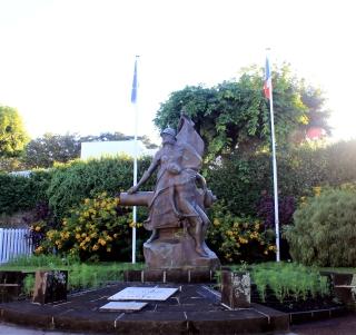 Monument aux morts Les Avirons île de La Réunion.