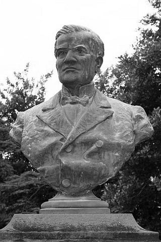 Buste de Théodore Drouhet à Saint-Denis
