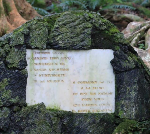 Stèle Thérésien Cadet, Sentier botanique de la Forêt de Mare Longue.