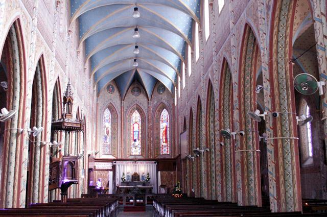 Intérieur église Notre Dame de La Délivrance Saint-Denis