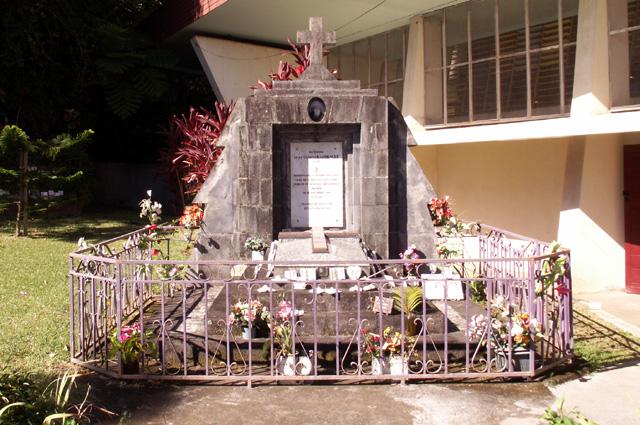 Tombe du Père Clément Raimbault à Saint-Bernard