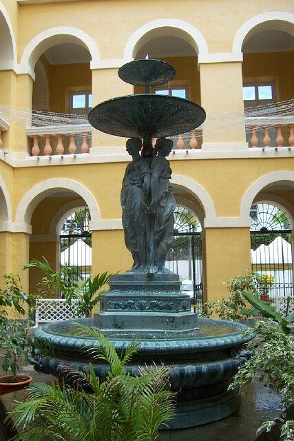 Les trois grâces de Germain Pilon, fontaine Hôtel de Ville de Saint-Denis