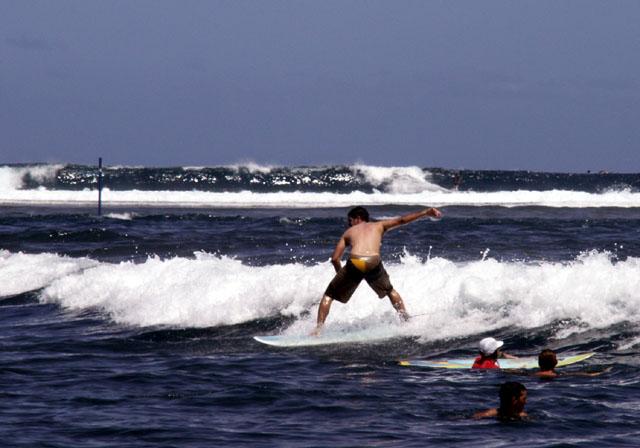 Plage de l'étang-salé surfeurs île de La Réunion