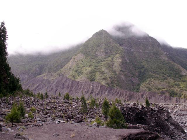 Rivière des Remparts éboulis de Mahavel sentier Roche Plate Saint-Joseph île de La Réunion
