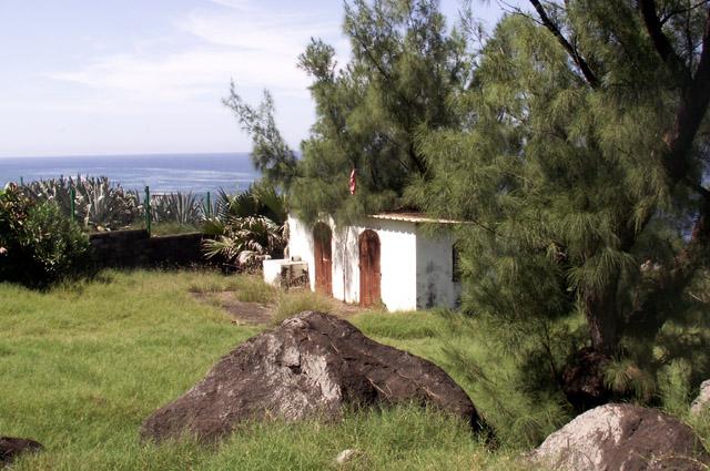Sentier du littoral de Terre Rouge. Temple