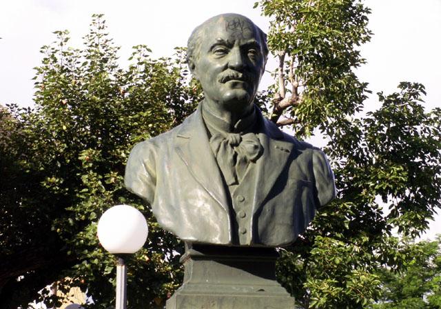 Buste de Méziaire Guignard Hôtel de ville de Saint-Pierre île de La Réunion