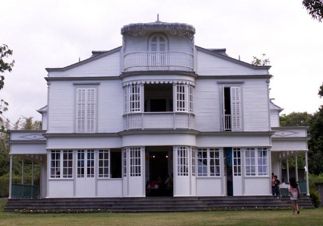 Maison de la runion maison en tole ile de la reunion avec for Maison moderne reunion