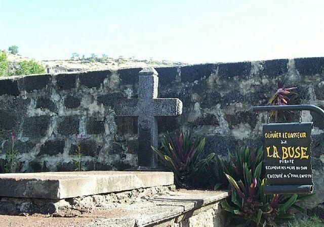 Saint-Paul, cimetière Marin, tombe de la Buse