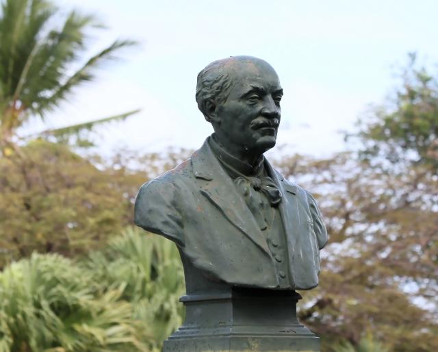 Saint-Pierre buste parc de la Mairie