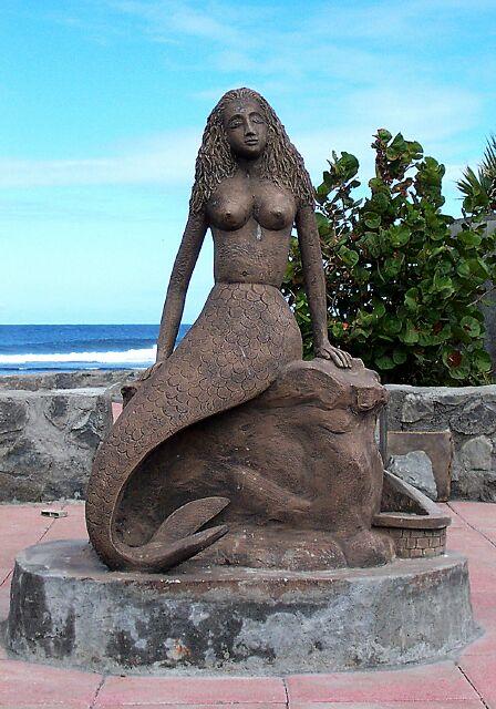 Saint-Pierre Statue