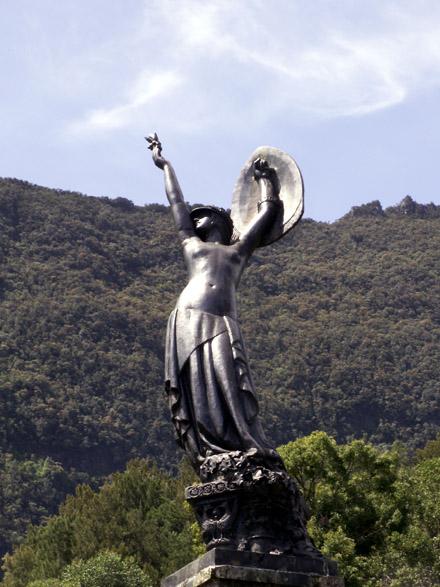 Hell-Bourg. Monument de la Victoire Statue l'âme de La France sculpteur Carlos Sarrabezolles