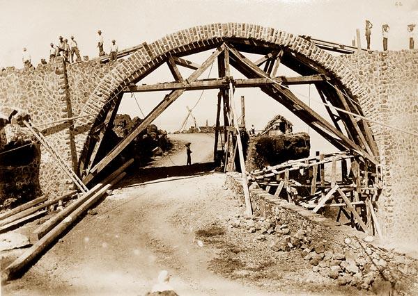 Construction arche viaduc de La Grande Ravine