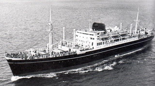 Paquebot Ferdinand de Lesseps de la Compagnie des messageries maritimes assure la ligne de l'Océan Indien