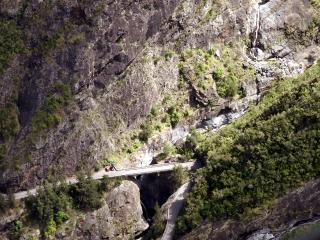 Pont rivière de Bras Rouge route îlet à cordes Cilaos.