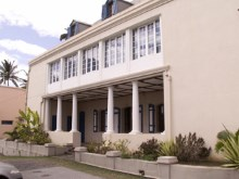 Cure de La Cathédrale de Saint-Denis de La Réunion.