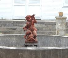 Bassin et angelot Maison Timol rue de Paris Saint-Denis La Réunion.