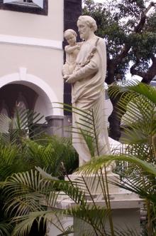 Statue Pensionnat de l'Immaculée Conception à Saint-Denis de La Réunion