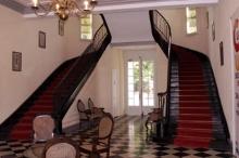Escalier en bois à double révolution Hôtel de la Préfecture de Saint-Denis de La Réunion.