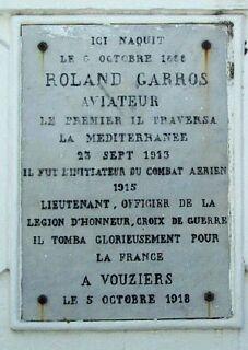 Plaque commémorative sur la maison natale de Roland Garros