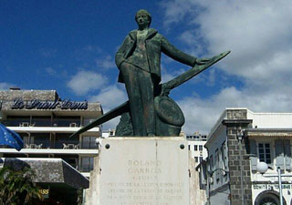 Statue de Roland Garros à Saint-Denis