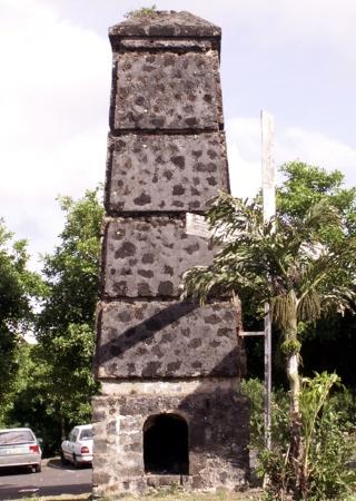 Cheminées de l'usine de Basse-Terre-les-Bas Saint-Pierre La Réunion.
