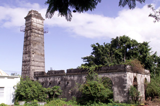 Cheminée de la sucrerie du domaine de la Vallée Saint-Pierre La Réunion.