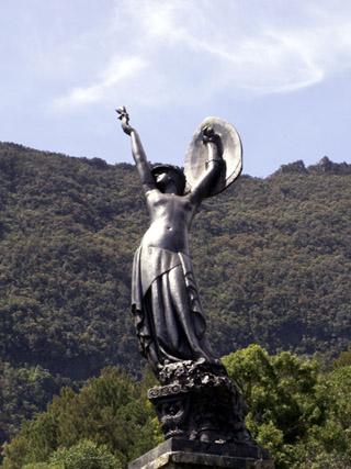 Hell-Bourg. Monument de la Victoire l'âme de La France.