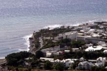 Vue sur le quartier de La Rivière et le barachois Saint-Denis La Réunion.